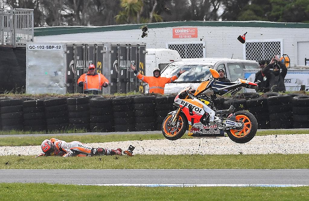 07-crash-marquez2